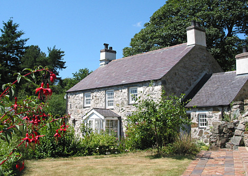 Coed y Berclas Anglesey coast. self catering holiday cottage