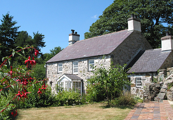 Your beautiful cosy self catering holiday cottage on the Anglesey coast with awesome views from your private orchard