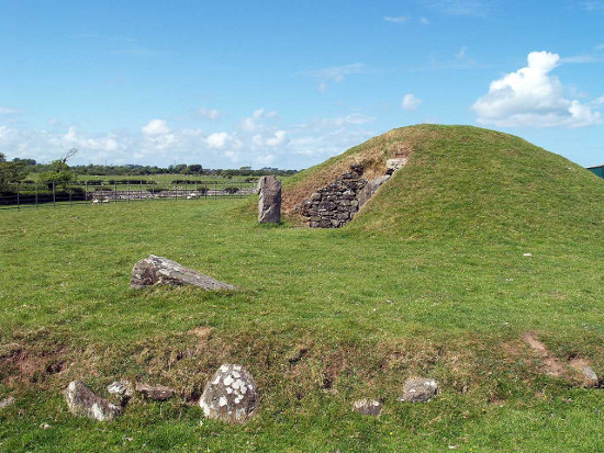 Bryn Celli Ddi at Llanddaniel, Anglesey. Image: http://anglesey.info/